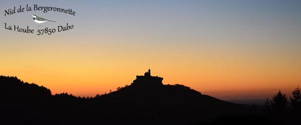 Coucher de soleil sur le rocher de Dabo depuis le gite Nid de la Bergeronnette